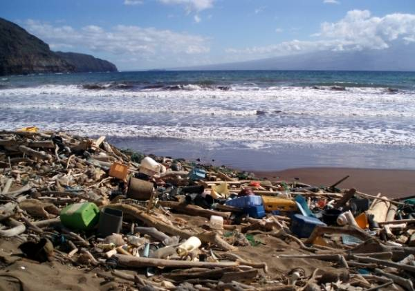 Scientists estimate a worrisome trend of plastic pollution in the ocean